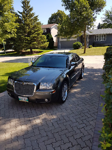 08 Chrysler 300 on DUB rims with indash Screen and Alpine stereo