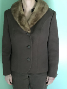VINTAGE LADIES JACKET WITH FUR COLLAR