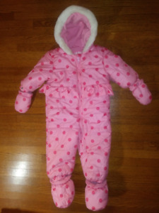 snow suit  22-27 lb 10-12 kg with booties and mittens