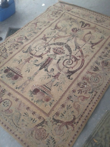 Area rug 10ft by 5ft like brand new