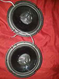 "2 JVC 4.5"" speekers NEW and 600 watt amp"