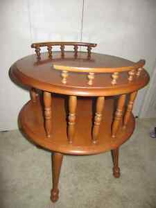 GORGEOUS VINTAGE, 2 TIER, WOODEN END TABLE, WITH SPINDLE SPACERS