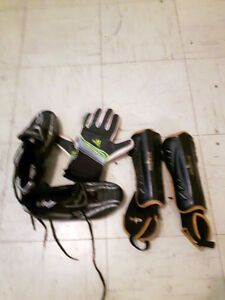 Size 8 womens cleats and shin pads
