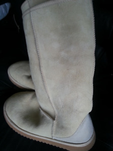 Beautifull tall boots,  real sheepskin, very soft,  size 8 , new
