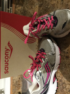 Brand new ladies size 7 SAUCONY runners