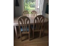 Lovely Extending table and 6 chairs