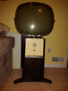 Antique retro 1960 Philco Predicta Pedestal tv.
