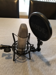 Rode NT1A Cardioid Condensor Microphone with Accessories