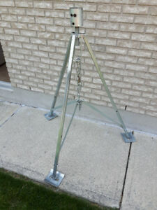 TRAILER TRIPOD FOR FIFTH WHEEL