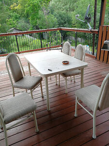 Dining room table/chairs for sale!