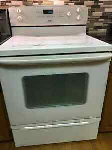 Stove white glass cooktop *Good condition London Ontario image 1