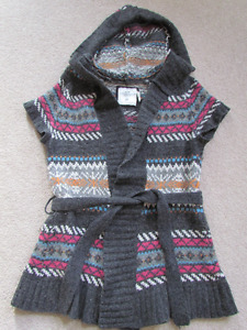 Multi-coloured short sleeve hooded sweater