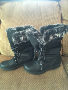 Womens winter boots - size 8