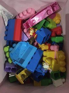 Mega blocks kit. Over 100 pieces  Gatineau Ottawa / Gatineau Area image 2