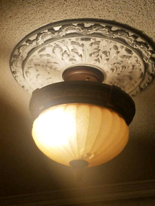 Ceiling light great condion