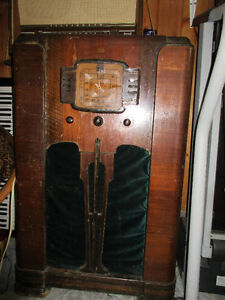 RCA Victor antique radio. Turns on, model 88K. broadcast,shortwa