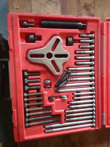 Snap-on bolt grip puller