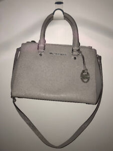 GREY MICHAEL KORS PURSE - REDUCED PRICE