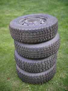 4 winter tires on rims Avalanche 215 70 R15 used 1 month only