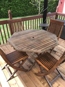 Table et 4 chaises en teck