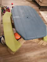 kids outdoor table with umbrella new condition
