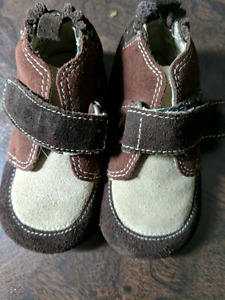 Robeez Size 12-18 months Brown Suede Velcro Shoes