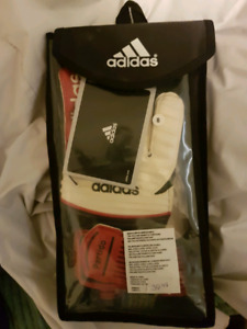 Adifas partido soccer gloves size 8
