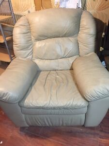 Fauteuil en cuir inclinable