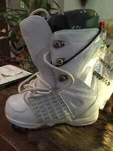 Women's 32 Lashed Snowboard Boots - Size 8 Peterborough Peterborough Area image 1