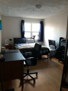 2 Bedroom Summer sublet, Option to renew -MAY 1