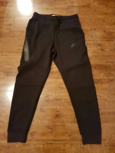 Men's Large Nike Tech Fleece Pants
