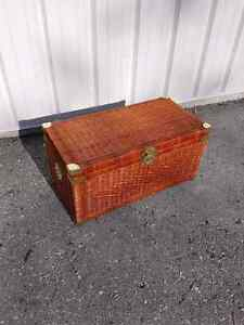 Whisker treasure box in good condition