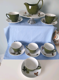 Midwinter Style craft tea set and cake stand in Riverside Pattern