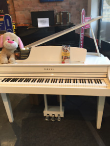 Yamaha clavinova clp-665 grand piano from demo stock