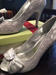 LACE HIGH HEELS SIZE 8