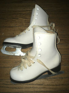 Size 10 girls figure skate white leather like new-half price