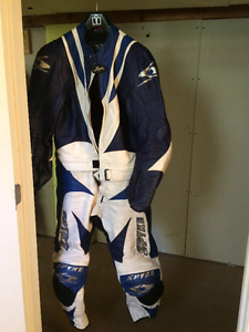 Spyke 2 piece Leathers Size 56 excellent condition