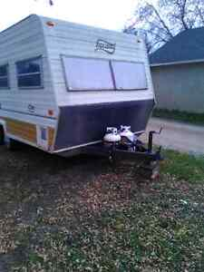 """REDUCED"" 1981 Holiday cabin trailer"