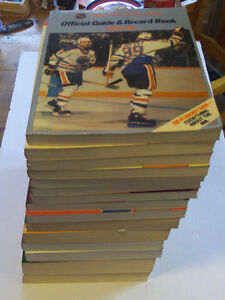 LOT DE 15 GUIDES ET RECORD BOOK LA DE LNH DE HOCKEY DE 1985-2001