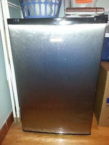 Mini réfrigérateur cuisinart trés bon état