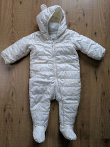 Baby Gap snowsuit - 6 to 12 months (EUC)