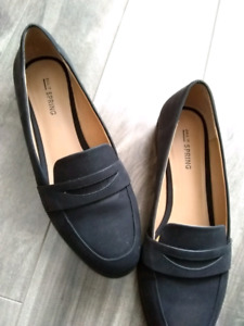 SIZE 8 BRANDNEW BLACK LOAFERS FROM SPRING