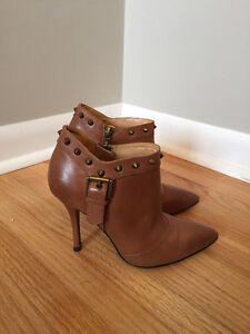 Ladies brown leather heeled ankle boot, size 4.5