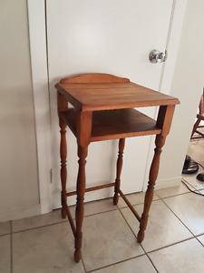 table d'appoint antique a vendre 65.00$