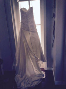 Alfred Sung Wedding gown