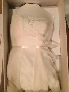 BEAUTIFUL OFF WHITE WEDDING DRESS sz 6 Sarnia Sarnia Area image 2