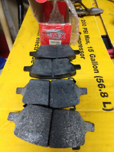 Brake pads, rear, for 2005 Saturn Relay and others. CMX1093