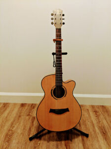 Takla Acoustic Guitar + capo and stand