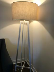 CASTILLO WHITE FLOOR LAMP