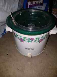 Small Crockpot Kingston Kingston Area image 1